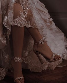 Queen Aesthetic, Classy Aesthetic, Princess Aesthetic, Brown Aesthetic, Aesthetic Vintage, Aesthetic Photo, Aesthetic Pictures, Old Dress, Ball Dresses