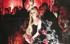 Avril Lavigne se casou usando um vestido de noiva preto. Saiba como aderir ao look