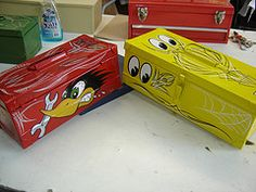pinstriped tool boxes - Google Search Air Brush Painting, Painting Tools, Hand Painting Art, Painted Boxes, Painted Signs, Hand Painted, Rat Rods, Custom Tool Boxes, Pinstripe Art