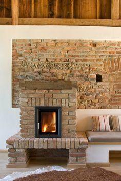 Em uma casa de campo com revestimento de tijolos, a BRUNNER HKD . Small Fireplace, Fireplace Design, Fireplace Ideas, Bed Cover Design, Cactus Photography, Current Picture, Cactus Wall Art, Digital Print, Types Of Houses
