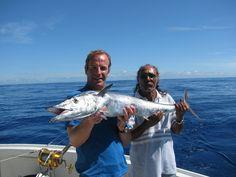 Pazzi per la pesca è un incredibile viaggio alla scoperta del mondo sommerso! Segui le avventure di Robson Green, attore inglese ed esperto pescatore, e viaggia con lui ai quattro angoli del globo terracqueo per incontrare creature marine incredibili e abili pescatori... Su DeASapere HD! http://www.sapere.it/sapere/deasapere/programmitv/pazzi-per-la-pesca/trailer-seconda-stagione.html