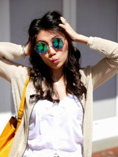 Mirror round sunglasses, yellow bag