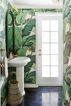 From vintage fixtures to bold wallpaper patterns, these beautiful bathroom design ideas will make your home's smallest room the most peaceful spot in the house Bold Wallpaper, Tropical Wallpaper, Wallpaper Ideas, Botanical Wallpaper, Wallpaper Designs, Spotted Wallpaper, Tree Wallpaper, Modern Wallpaper, Office Wallpaper