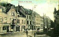 Møre og Romsdal fylke  AALESUND, St. Olafs Plads. Fint og uvanlig, kolorert kort med bl.a. bakeri og tobakksforretning, postgått 1921