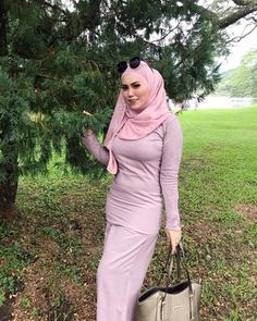 Beautiful Muslim Women, Beautiful Hijab, Beautiful Asian Girls, Hijabi Girl, Girl Hijab, Muslimah Wedding Dress, Teen Girl Poses, Arab Girls Hijab, Muslim Women Fashion