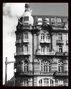 El edificio del banco pastor fue construido entre 1919 y 1923 para la sede del banco de vigo en - Hotel puerta del sol vigo ...