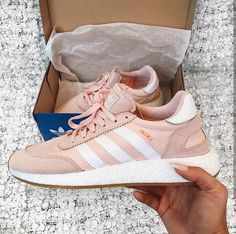 adidas Originals iniki in rosé-weiß/orange-white // Foto: juliapnk |Instagram