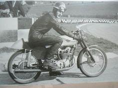 Mike Hailwood - 18 years old testing 175 ducati twin brands 1959 Ducati Motorcycles, Vintage Motorcycles, Cars And Motorcycles, Old Bikes, Road Racing, Vintage Racing, Custom Bikes, Motorbikes, Pilot