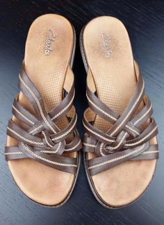 013ae7a774b8d7 Clarks Brown Leather Womens Shoes Sandals Flip Flops sz 7