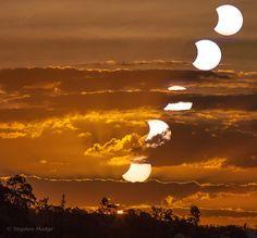 Brisbane Sunset Moonset / Australia,29 aprile, Luna e Sole tramontano assieme,è eclissi (parziale)