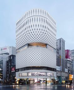 Ginza Place: A New Stunning Building & Façade Made From 5315 Aluminum Panels. Klein Dytham's Ginza Place features latticed facade inspired by traditional Japanese crafts. Tokyo Architecture, Commercial Architecture, Futuristic Architecture, Beautiful Architecture, Architecture Details, Chinese Architecture, Amazing Buildings, Modern Buildings, Office Buildings
