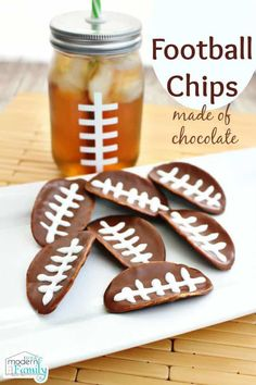 Pringles Football Chips in melted chocolate Source by BeckyMans Football Cupcakes, Football Snacks, Football Stuff, Melting Chocolate, Chocolate Snacks, Chocolate Covered, Game Day Food, Potato Chips, Oreo