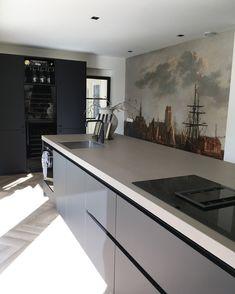 Home Decor Kitchen, Kitchen Interior, Kitchen Design, Classic House Design, Casa Patio, Kitchen Utilities, Home Room Design, Bathroom Styling, House Rooms