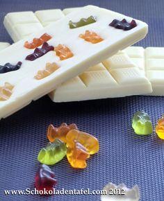 (Nicht) Nur für Kinder: Weiße Schokolade mit Gummibärchen    (Not) Only for kids: White chocolate with gummy bears     #chocolate #schokolade #gummibärchen #gummi bears