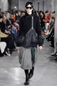Fashion Week Paris Fall/Winter 2019 look 5 from the Sacai collection womenswear Runway Fashion, Fashion Show, Womens Fashion, Fashion Design, Fashion Trends, Witch Fashion, Collection Capsule, Fashion Gallery, Streetwear Fashion
