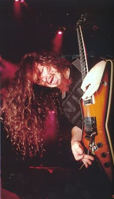 One of modern metal's key figures, Dimebag Darrell founded Pantera with his brother, drummer Vinnie Paul Abbott – forging a style that combined brutally precise, punk-honed grooves with splatter-paint melodic runs. After he was tragically shot by a derang Music Pics, Music Photo, Music Stuff, Blade Runner, John Lennon Death, Jimi Hendricks, Autos Ford, Vinnie Paul, Black Label Society