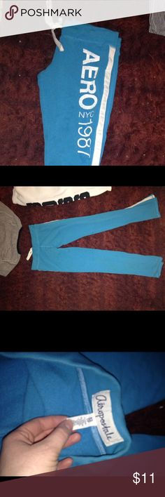 Aeropostale sweatpants Aeropostale yoga/sweatpants very comfortable I wear a size 3 or so or medium and small and these fit perfect Aeropostale Pants Leggings