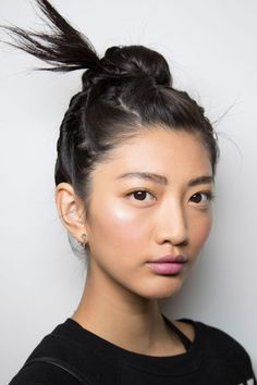 Best Hair Trends for Spring 2016 8 spring hairstyle trends from the runway to start wearing spring hairstyle trends from the runway to start wearing now: Spring Hairstyles, Trending Hairstyles, Up Hairstyles, Hairstyle Ideas, Braided Hairstyles, Hair Styles 2016, Medium Hair Styles, Prom Hair Down, Wedding Hair Flowers