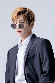 Wanna One Kang Daniel x Kissing Heart Jinyoung, Kpop, Daniel K, Lady And The Tramp, Hanbin, Seong, 3 In One, Love At First Sight, Korean Singer