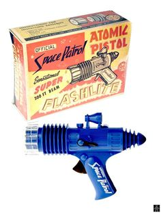 Space Guns - OFFICIAL SPACE PATROL ATOMIC PISTOL FLASHLITE - MARX - USA - ALPHADROME ROBOT AND SPACE TOY DATABASE