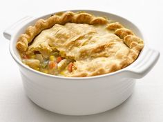 Healthified Chicken Pot Pie -- Tried & True. DEFINITELY will be making this again! Such an easy recipe and sooooo delicious! Only 300 Calories per serving and so so yummy! Healthy Recipes, Pie Recipes, Cooking Recipes, Recipies, Healthy Food, Dinner Recipes, Healthy Pizza, Eating Healthy, Drink Recipes