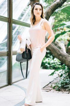 Blusinha rosa nude @zara com calça branca/offwhite @marciamello.  #calçabranca #offwhite #calçaflare #marciamello #lookverao #lookfresh #lookdia #consultoriadeimagem #lookfemino #moda #tendencias #trend #verão2017 #saopaulo #fashion #estilo #sytle #consultoriadeimagem #consultoriadeestilo #nude #rosa #make #maquiagemfeminina #contemporaneo #cabelofeminino  #zara