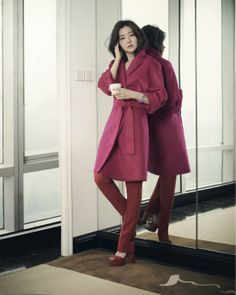 Lee Young-ae in Gucci, Cartier for Cosmopolitan HK June 2014 Lee Young, Purple Fashion, Korean Celebrities, Classic Elegance, Life Is Beautiful, Asian Beauty, Korean Fashion, Outfit Of The Day, Muse