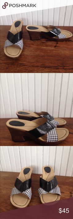 Dansko wedges size 42, 1.5-12 Dansko wedges size 42, 1.5-12, patent leather and black and white plaid straps, leather and fabric uppers. Size 42 in European sizes, 11.5-12 in US size, only flaw is a silver X on the inside strap cannot be seen when worn can be seen in second picture. These are in excellent condition Dansko Shoes Wedges