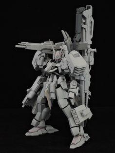 「ラビット4、了解!ホーク1、2、3、敵機の位置情報を送る!…射線には入るなよ!!」――「AUA-01W ホワイトラビット」は、共通フレームに目的に応じて装甲や武装を組み合わせて任意の特徴を有する機体