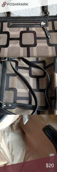 """NINE WEST HANDBAG.   CLEAN AND NEAT Nine West fashion handbag.    Good condition.   About 12"""" wide and 8"""" high, straps are about 8-10"""". Nine West Bags"""