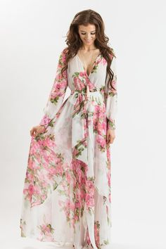 We've got a major obsession with lightweight chiffon maxi dresses! This pretty printed dress is so comfortable you'll want to wear it all year long! Dress this piece up with a statement necklace and s Short Beach Dresses, Trendy Dresses, Cute Dresses, Casual Dresses, Fashion Dresses, Summer Dresses, Formal Dresses, Wedding Dresses, Maxi Dresses