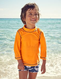 Long sleeved rash guard for great UV protection. Protect your skin: wear long clothing. www.dcmf.ca