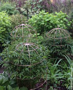 Garden Tools, Garden Art, Garden Trellis, Garden Landscape Design, Growing Peonies, Garden Structures, Side Garden, Diy Raised Garden, Peonies Garden