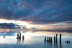 Kalmte op het wad terwijl de zon onder gaat bij Moddergat, Friesland. Watercolor Sunset, Seascape Paintings, Nature Pictures, Netherlands, Holland, Sunrise, Clouds, Beach, Canvas