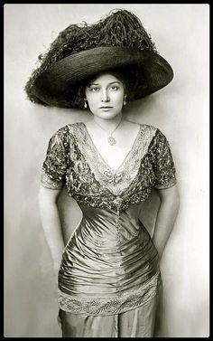 Grace La Rue, The Ziegfeld Follies 1907-1908