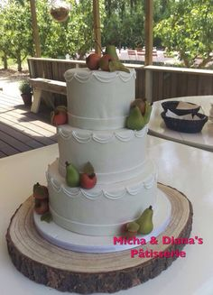 Bruidstaart met appeltjes en peertjes.