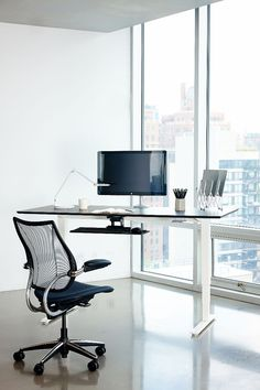 The Float Table by Humanscale. Ergonomic desk with one-handed height adjustment for sit and stand modes. Sit Stand Workstation, Standing Desk Height, Adjustable Height Table, Adjustable Desk, Luxury Chairs, Home Office Design, Office Interiors, Office Furniture, Furniture Design
