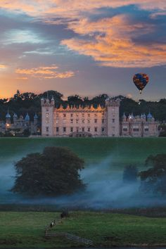 Make your dream into reality and discover the magical Floors Castle in Scotland. Tenon Tours will taylor your Scotland trip, your way. The warmest of welcomes awaits you in Scotland. From historic castles to beautiful lochs, charming cities to majestic glens, there is so much for you to discover.