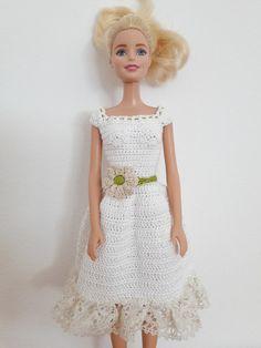 Puppenkleidung - Barbie Kleid (gehäkelt), weiß - ein Designerstück von Anna-Tim bei DaWanda
