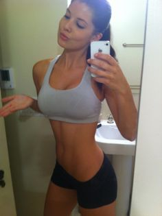 Motivation Series: 40 Amazing Self Shot Female Fitness Model Pictures. » TrimmedAndToned