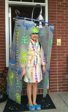Cool DIY Costume Idea: Shower Curtain Costume I am a mom of three girls I have an 8 year old and twin 10 year olds. This year I was going to just recycle old costumes but unfortunately one of th. Funny Diy Costumes, Homemade Halloween Costumes, Halloween Costume Contest, Costume Ideas, Easy Halloween, Funny Halloween, Canada Halloween Costumes, Zombie Costumes, Halloween Couples