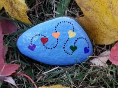 25 Best Valentine Painted Rocks - Bemalte Steine - Art World Heart Painting, Pebble Painting, Pebble Art, Stone Painting, Garden Painting, Mandala Painted Rocks, Painted Rocks Craft, Hand Painted Rocks, Painted Stones