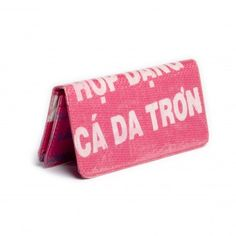 This fair trade recycled wallet was made by artisans in Cambodia through Malia Designs, a Chicago-based fair trade company that works with disadvantaged people to provide economic opportunities. Malida Designs also donates 15% of their profits to projects working with victims of human trafficking. #fair #trade #ethical #gifts #accessories