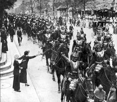 French cuirassiers in Paris heading toward the front in August 1914 [580 x 510]