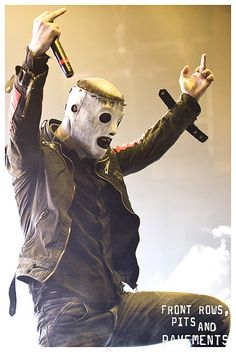 you wouldnt think under this mask was one of the most beautiful rock singing voices ive ever heard: Corey Taylor - Slipknot stone sour