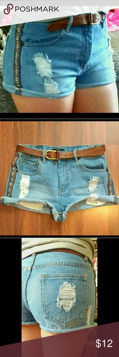 Unique embroidered high waisted denim shorts! Unlike many forever 21 denim items, these shorts are thick and sturdy with very minimal stretch. They resemble Levi's denim. They are in perfect condition/like new!  This is a summer STAPLE. They are unique; unlike the typical high waisted shorts. I got so many compliments wearing these.   Here are some helpful measurements!  Waist: 32 inches High Rise length: 10 1/2 inches Length (side top to bottom): 10 1/2 inches Forever 21 Shorts Jean Shorts