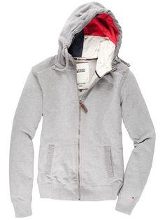 Mit diesem Kapuzen-Hoodie hat Hilfiger Denim einen echten Volltreffer gelandet! Der superweiche Stoff gepaart mit einigen wertvollen Details lassen Komfort, Qualität und Mode perfekt verschmelzen.