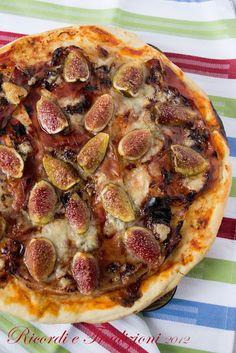 Pizza di fichi con prosciutto crudo, zola e miele