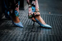 Fashion blogger wearing floral suit during nyfw. How to wear a power suit-14
