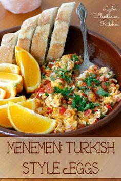 Menemen~Turkish Eggs~Lydia s Flexitarian Kitchen Turkish Simit Recipe, Turkish Recipes, Ethnic Recipes, Romanian Recipes, Scottish Recipes, Turkish Eggs, Jai Faim, Turkish Breakfast, Breakfast